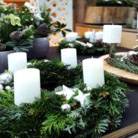 Allerlei weiße Kerzen für den Advent