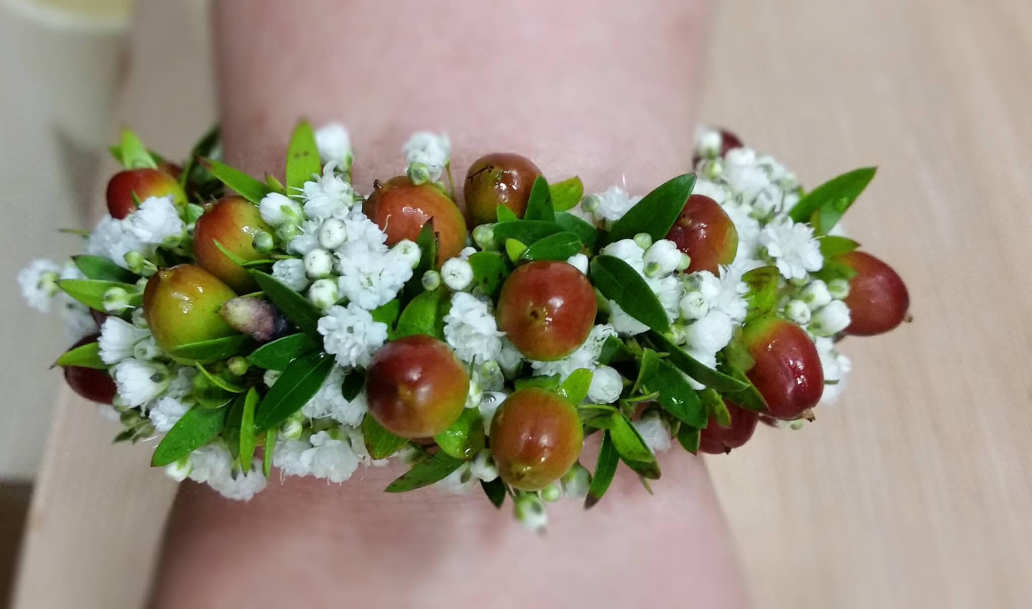 Blumen-Armband mit Beeren