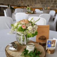 Tischdeko für Hochzeit im Landhausstil