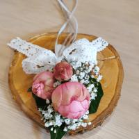 Süße pinkfarbene Rosen als Tischdeko